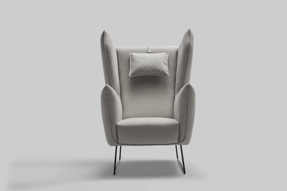 Fotel tapicerowany Brooklyn - ruchome boczki i regulowany zagłówek oraz dodatkowy podnóżek