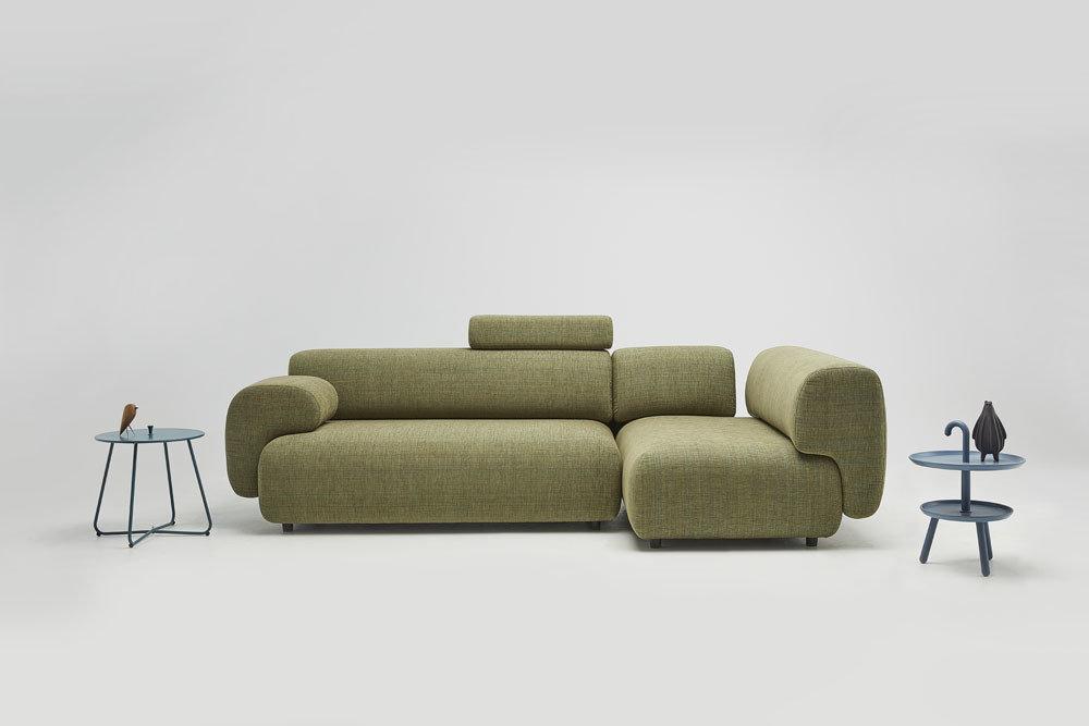 Mist - sofy do salonu - kolekcja nowoczesnych tapicerowanych mebli modułowych z gazetownikiem i ładowarką indukcyjną