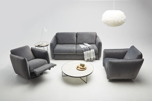 Riva - Meble do salonu - kolekcja nowoczesnych tapicerowanych mebli modułowych z funkcją spania oraz z fotelami z funkcją relaksRiva - living room furniture - modern sofa with sleeping function and armchairs