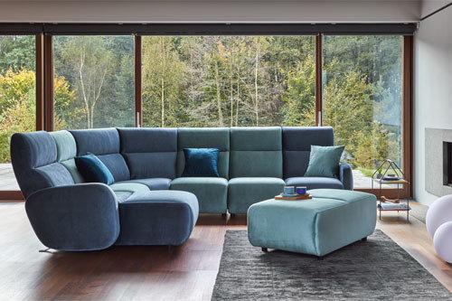 Kolekcja Valentino - tapicerowana sofa modułowa z funkcją rozkładanego podnóżka.